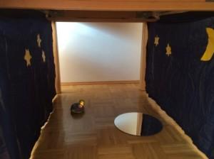 Spielhöhle unterm Tisch